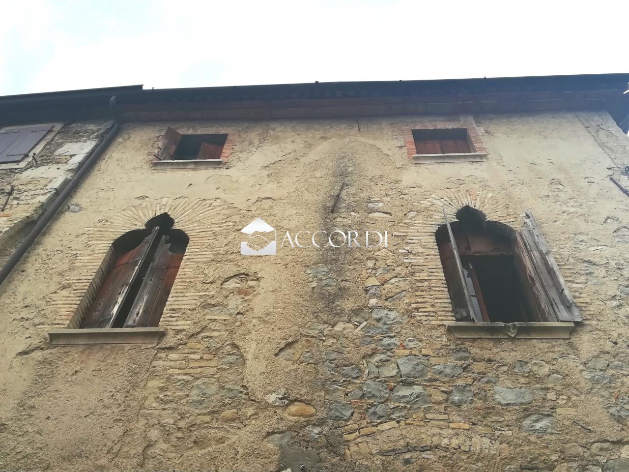cerca Vittorio Veneto  RUSTICO VENDITA